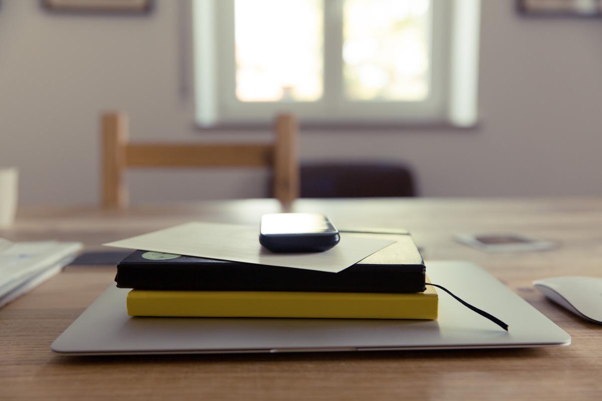 书本,手机,工作
