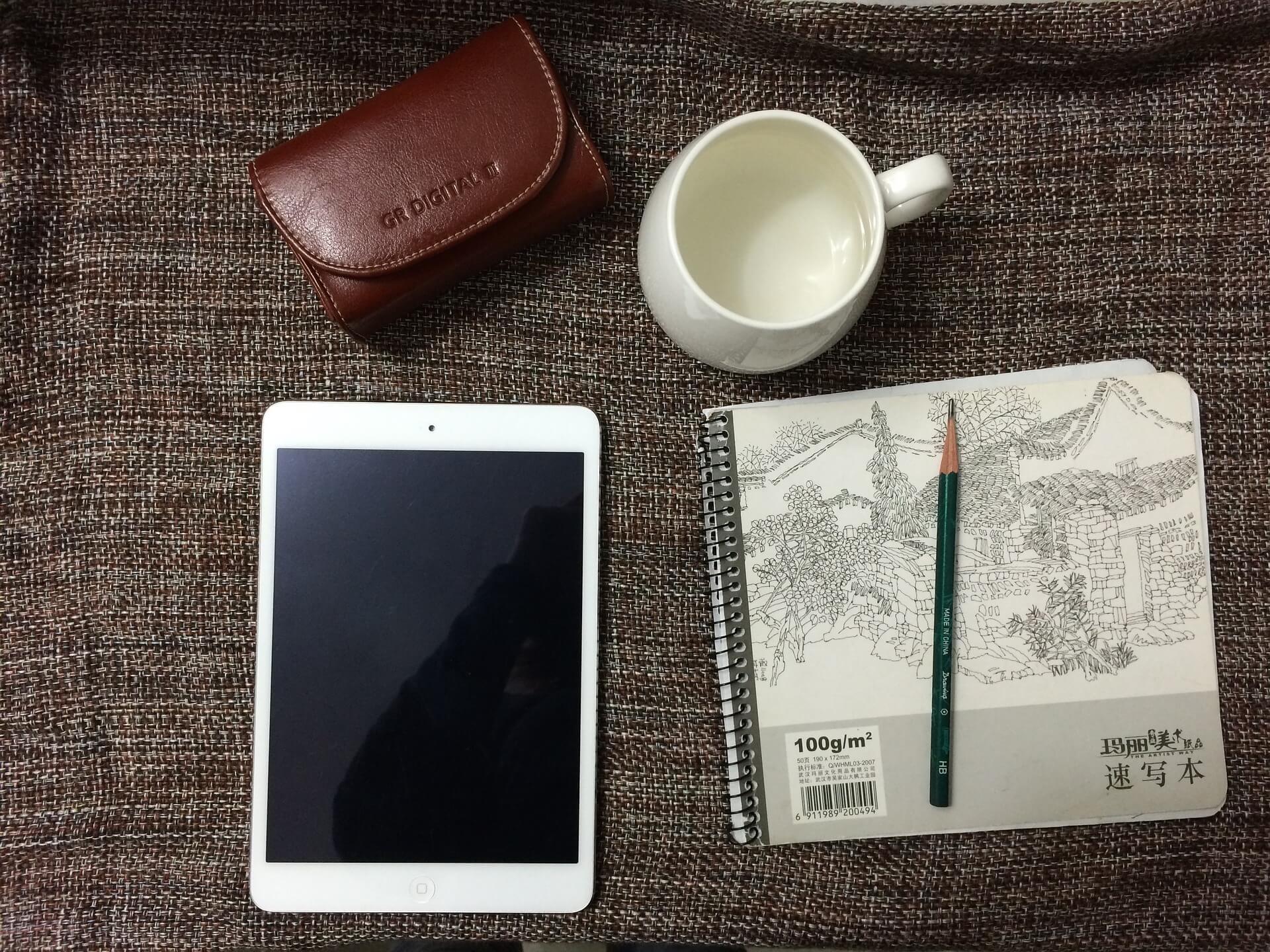 平板電腦,筆,杯子