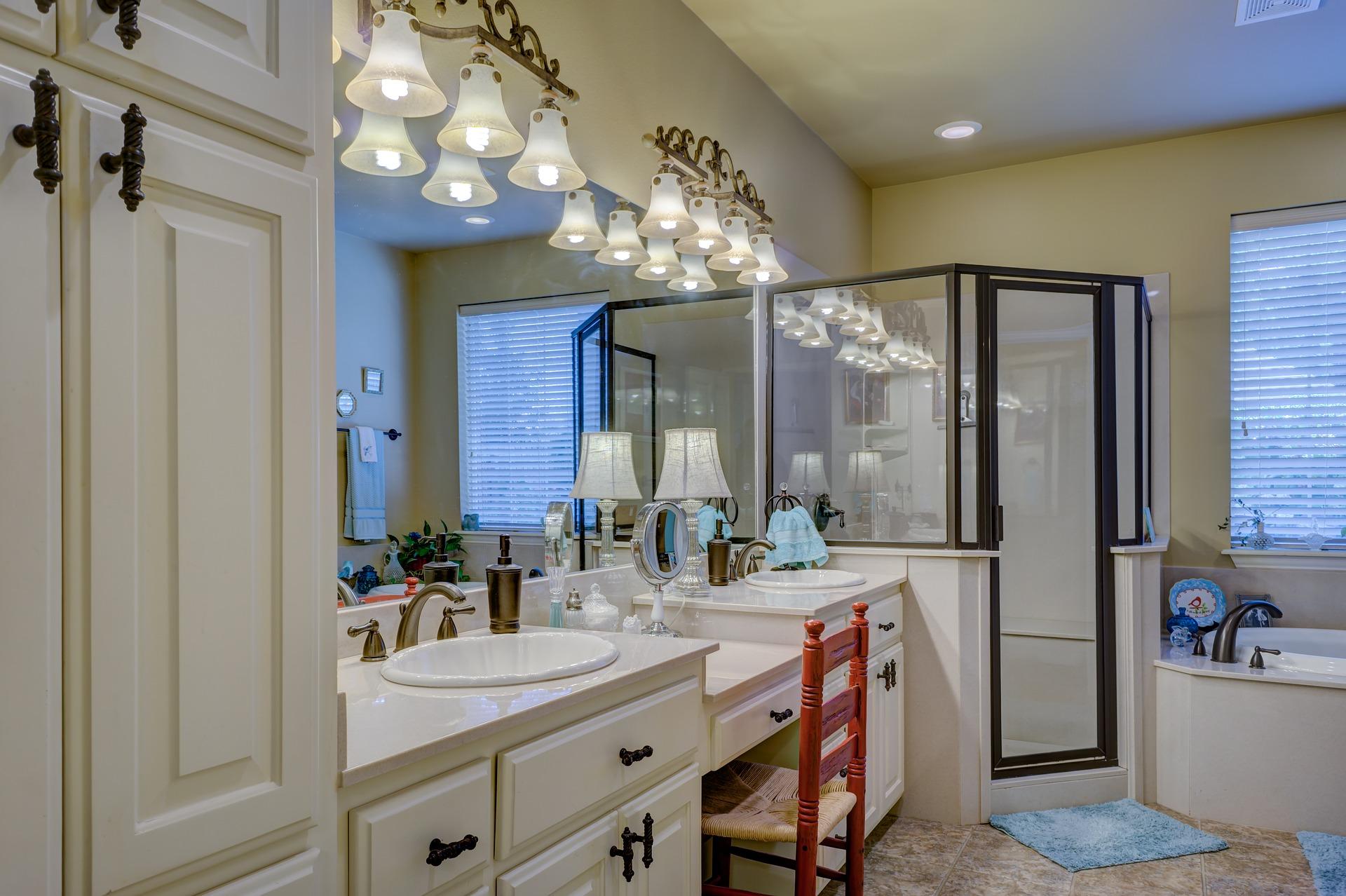 bathroom-2046702_1920